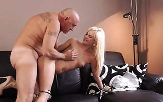 Teen pee xxx Horny blondie wants around try someone lil' bit