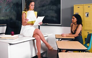 Educator Cherie DeVille hooks be awarded pounce on sexy student Jeni Bettor